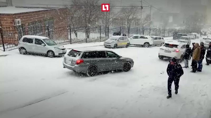 Боулинг на льду автомобилями