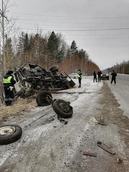 На Свердловской трассе водитель грузовика уснул за...